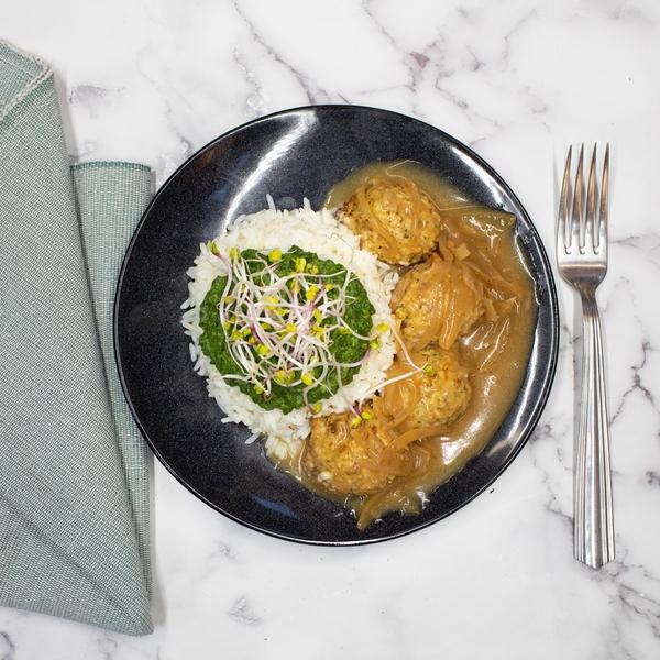 Boulette Fresheo, sauce aux oignons, riz sauvage, épinards crème