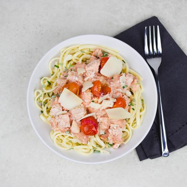 Linguine et crème de tomate au saumon