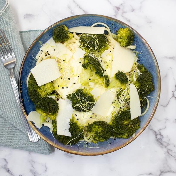 Linguine crème de parmesan, brocoli, petit pois