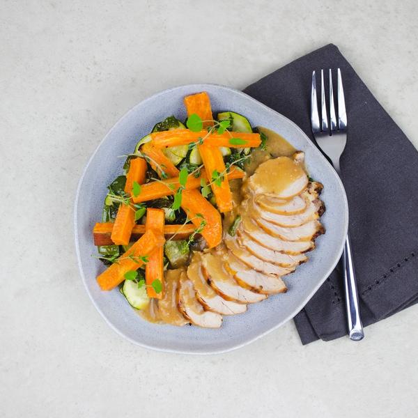 Filet de poulet au miel et balsamique, frites de patates douces et poêlées de légumes verts